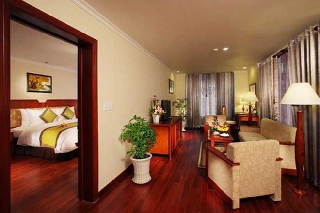 First-Luxury Wing Hotel Saigon - Ho Chi Minh City - Living room
