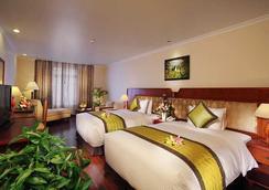 First-Luxury Wing Hotel Saigon - Ho Chi Minh City - Bedroom