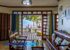 Casa dela Playa (House by the Beach) - Dipolog - Living room