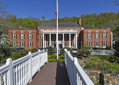 The Country Inn of Berkeley Springs - Berkeley Springs - Building