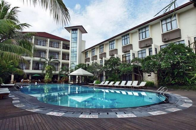 Best Western Resort Kuta - Kuta - Pool