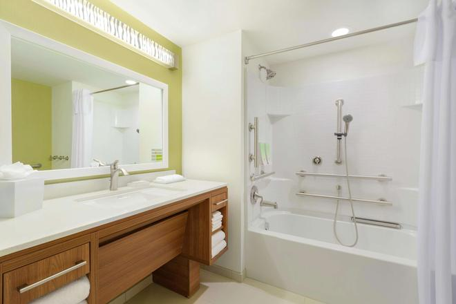 Home2 Suites by Hilton Canton - Canton - Μπάνιο