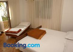Rooms with a parking space Supetar, Brac - 2868 - Supetar - Bedroom
