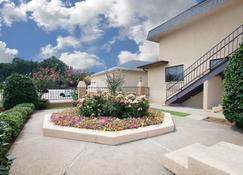 Days Inn by Wyndham Ruston LA - Ruston - Budynek