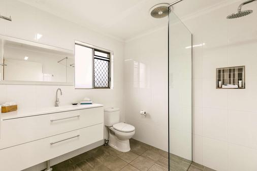 Comfort Inn on Main Hervey Bay - Hervey Bay - Bathroom