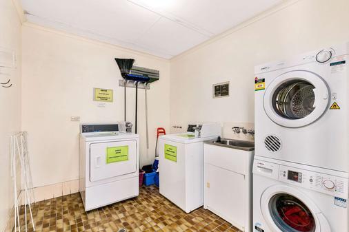 Comfort Inn on Main Hervey Bay - Hervey Bay - Laundry facility