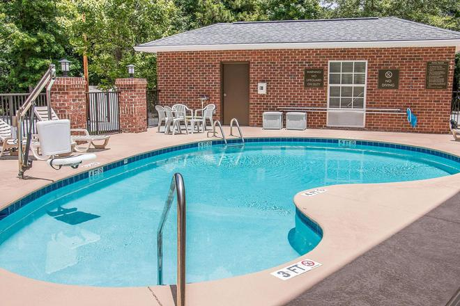 Comfort Suites Hilton Head Island Area - Bluffton - Pool