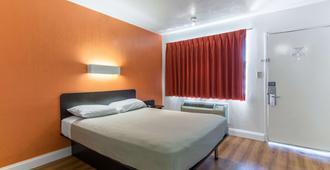 Motel 6 Pensacola West - פנסאקולה - חדר שינה