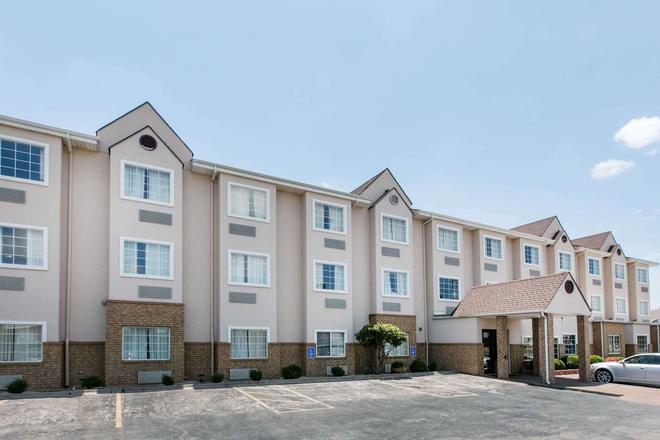 Microtel Inn & Suites by Wyndham Oklahoma City Airport - Oklahoma City - Building