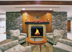 Holiday Inn Hotel & Suites Beckley, An IHG Hotel - Beckley - Lounge