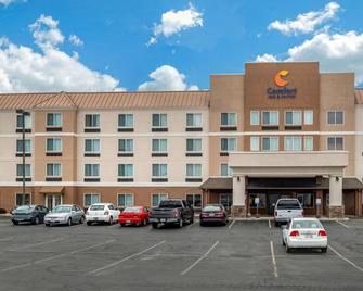 Comfort Inn and Suites - Heath - Building