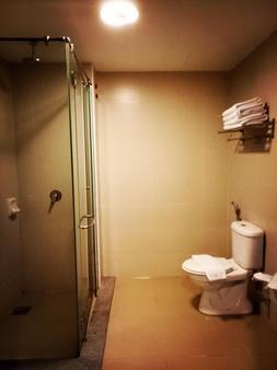 Quayside Hotel - Malacca - Phòng tắm