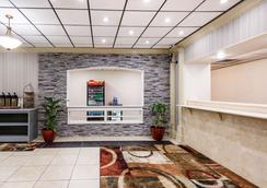 Clarion Hotel - Williamsburg - Lobby