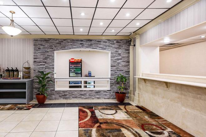 Clarion Hotel Williamsburg I-64 - Williamsburg - Recepción