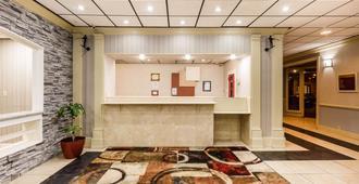 Clarion Hotel Williamsburg I-64 - Williamsburg - Front desk