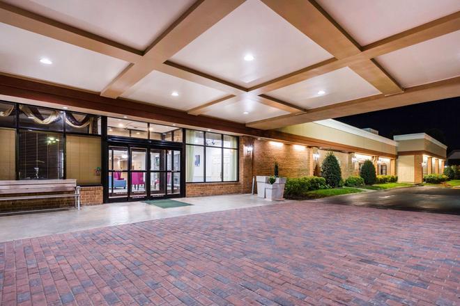 Clarion Hotel Williamsburg I-64 - Williamsburg - Edificio