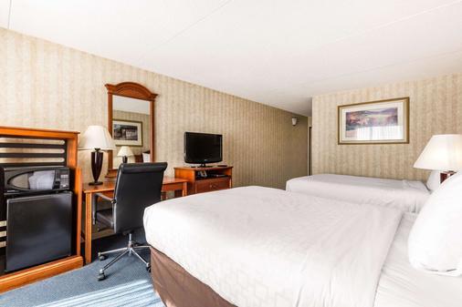 Clarion Hotel - Williamsburg - Bedroom