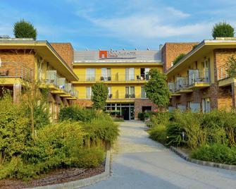 Royal Club Hotel - Visegrad - Будівля