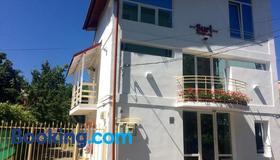Suri Guesthouse - Braşov - Building