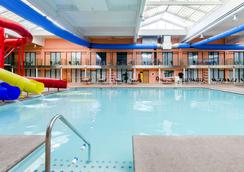 Clarion Hotel & Aqua Lagoon Waterpark - West Springfield - Pool