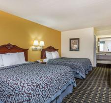Days Inn & Suites By Wyndham Warner Robins Near Robins Afb