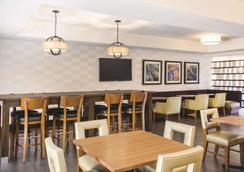 拉奎特套房酒店 - 弗雷斯諾河濱公園 - 佛雷斯諾 - 弗雷斯諾 - 餐廳