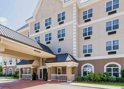 Quality Inn & Suites I-35 E/Walnut Hill - Dallas - Building