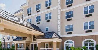 Quality Inn & Suites I-35 E/Walnut Hill - Dallas - Edificio