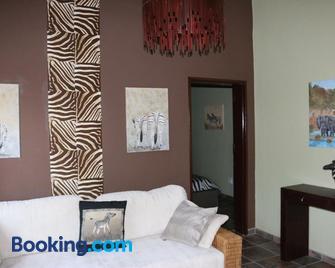 Ijaba Lodge - Outjo - Wohnzimmer