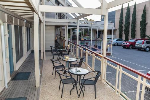 Mas Country Riverboat Lodge Motor Inn - Echuca - Balcony