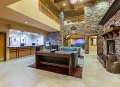 La Quinta Inn & Suites by Wyndham Vancouver - Vancouver - Lobby