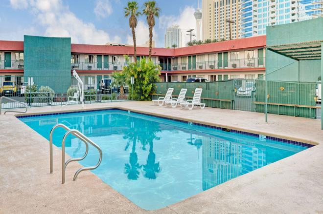 Travelodge by Wyndham Las Vegas - Las Vegas - Pool