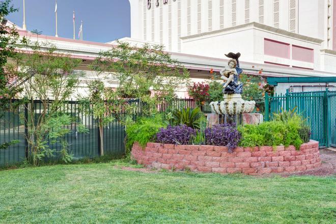 Travelodge by Wyndham Las Vegas - Las Vegas - Outdoor view