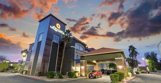 La Quinta Inn & Suites by Wyndham Phoenix I-10 West - Phoenix - Edificio