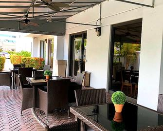 Holiday Inn Express & Suites Miami - Hialeah - Hialeah - Binnenhof