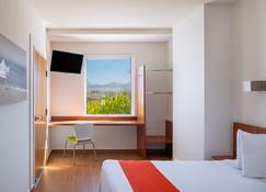 One Puerto Vallarta Aeropuerto - Puerto Vallarta - Bedroom
