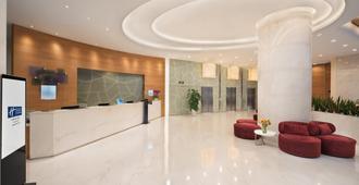 Holiday Inn Express Chengdu Gulou - Chengdu - Front desk