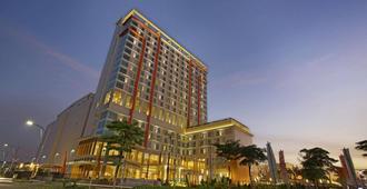 Harris Hotel & Conventions Bekasi - Bekasi - Building