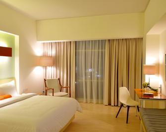 Harris Hotel & Conventions Bekasi - Bekasi - Schlafzimmer
