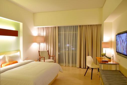 Harris Hotel & Conventions Bekasi - Bekasi - Bedroom