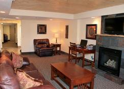 Super 8 by Wyndham Rapid City - Rapid City - Living room