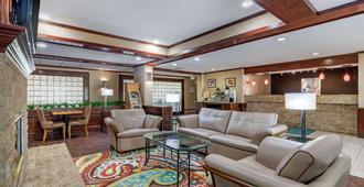 Quality Suites Addison-Dallas - Эддисон - Лобби