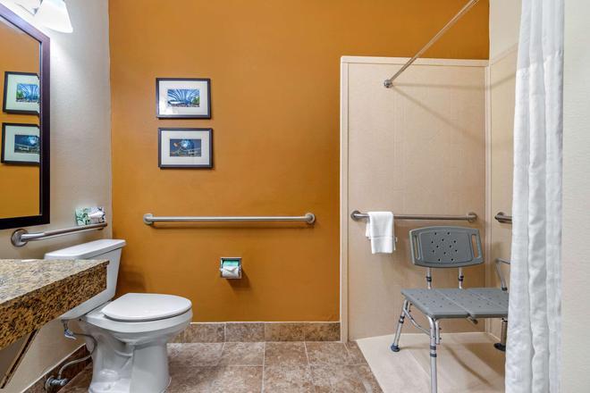 Quality Suites Addison-Dallas - Addison - Bathroom