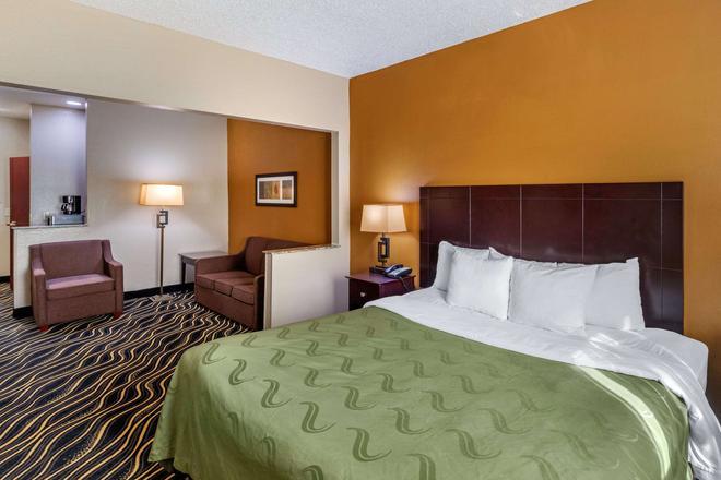 Quality Suites Addison-Dallas - Addison - Bedroom