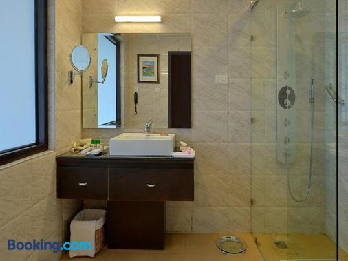 Fortune Park Moksha-Member Itc Hotel Group - Dharamsala - Bathroom
