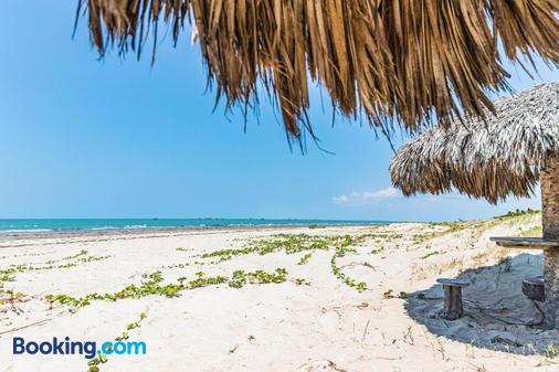 Pousada Tremembe - Icapuí - Beach