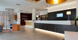 Holiday Inn Express Antwerp City - North - אנטוורפן - דלפק קבלה