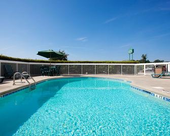 Country Inn & Suites by Radisson Goldsboro, NC - Goldsboro - Pool