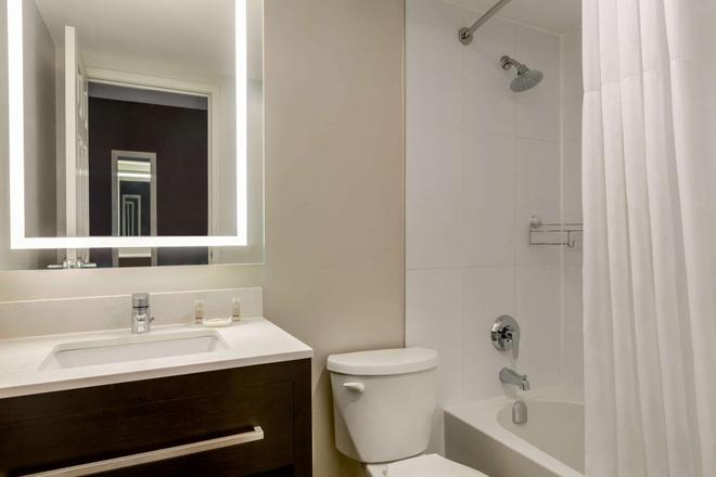 多倫多西米西索加戴斯酒店 - 密西索加 - 米西索加 - 浴室