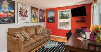 Seattle Vacation Home: The Autobahn - Seattle - Living room